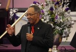 Pastor que incentivou igreja lotada na quarentena morre de covid-19