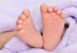 Catador encontra bebê recém nascido em lixeira