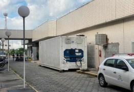 PANDEMIA DE CORONAVÍRUS: Hospital de Manaus recebe contêiner frigorífico para armazenar corpos