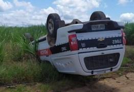 Viatura capota durante perseguição policial, na Paraíba