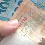 x84012034 dinheiro.jpg.pagespeed.ic .lKZS9sznH  - Auxílio de R$ 600 não terá desconto se for depositado em conta no vermelho