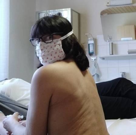 xblog doctor 1.jpg.pagespeed.ic .tU819 x4Xd - Médicos tiram a roupa em protesto por melhores condições de trabalho na pandemia