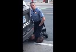 Policial filmado asfixiando homem negro é preso nos EUA – VEJA VÍDEO