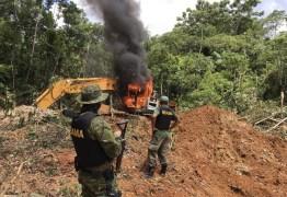 Bolsonaro e Moro trocaram mensagens sobre queima de maquinário em operações do Ibama