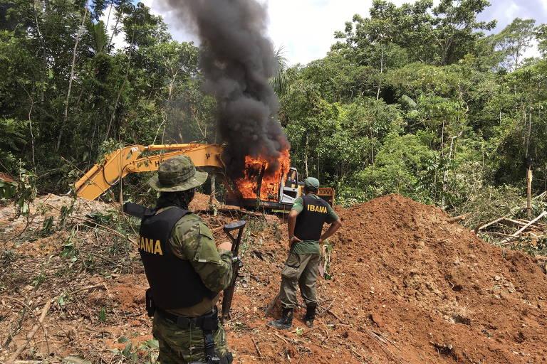 15507882055c6f266d441bf 1550788205 3x2 md - Bolsonaro e Moro trocaram mensagens sobre queima de maquinário em operações do Ibama