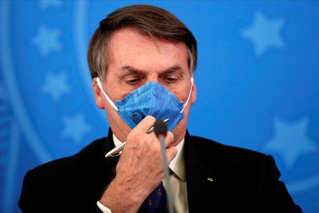 5e7aa0132400006800cea3c0 - Bolsonaro diz que vai à TV fazer pronunciamento contra isolamento