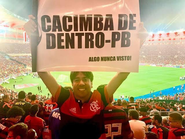 70932d42 1921 496e aefd 4616427dad69 - FORA DA REALIDADE: Prefeito esquece contenção de gastos devido à pandemia e aluga campo de futebol por R$ 8 mil reais