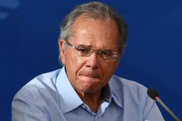87740317 Brazils Minister of Economy Paulo Guedes gestures during a press conference at Planalt - Paulo Guedes tem até o fim do mês para depor em investigação da Greenfield