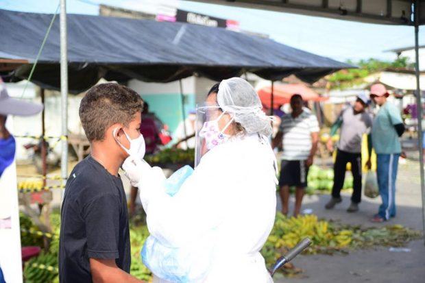 96540339 340479996917784 5114458094142750720 n 1 620x413 1 - Prefeitura realiza desinfecção nas feiras livres de Alhandra e Mata Redonda, disponibiliza lavatórios e distribui máscaras