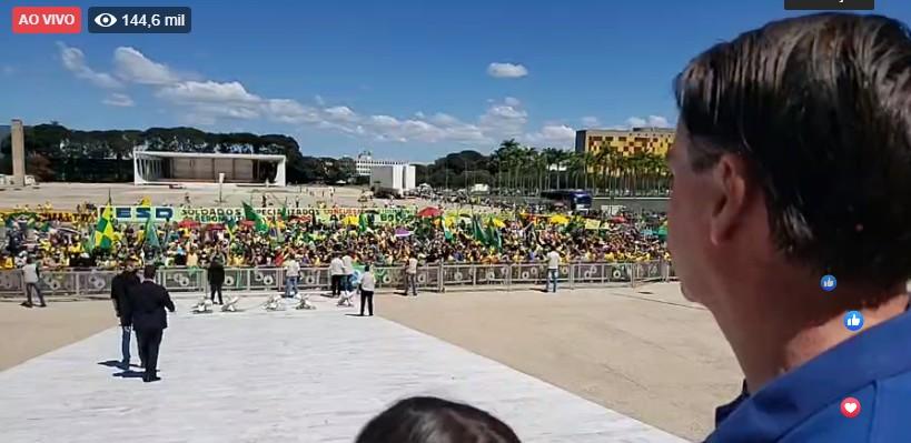 BOLSONARO MANIFESTAÇÃO 2 - Bolsonaro manda recado: 'Faremos cumprir a Constituição e ela será cumprida a qualquer preço', diz em manifestação no Planalto; VEJA VÍDEO