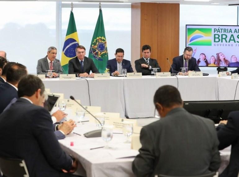 Bolsonaro 4 - A reunião ministerial e os enlouquecidos da República - por Rui Leitão