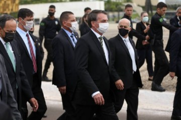 BATEU PINO: Bolsonaro desiste de churrasco no Alvorada após ironia e recorde de mortes por coronavírus