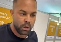Deputado bolsonarista invade hospital de campanha, se exalta e intimida colaboradores – VEJA VÍDEO