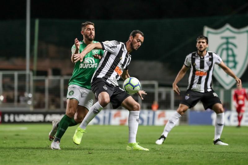 atletico e chape - Sete jogadores do Atlético-MG farão teste para Coronavírus