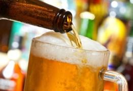 Cervejaria distribui bebida de graça após queda nas vendas