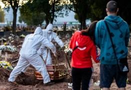 Família abre caixão em velório e cinco são contaminados por Covid-19
