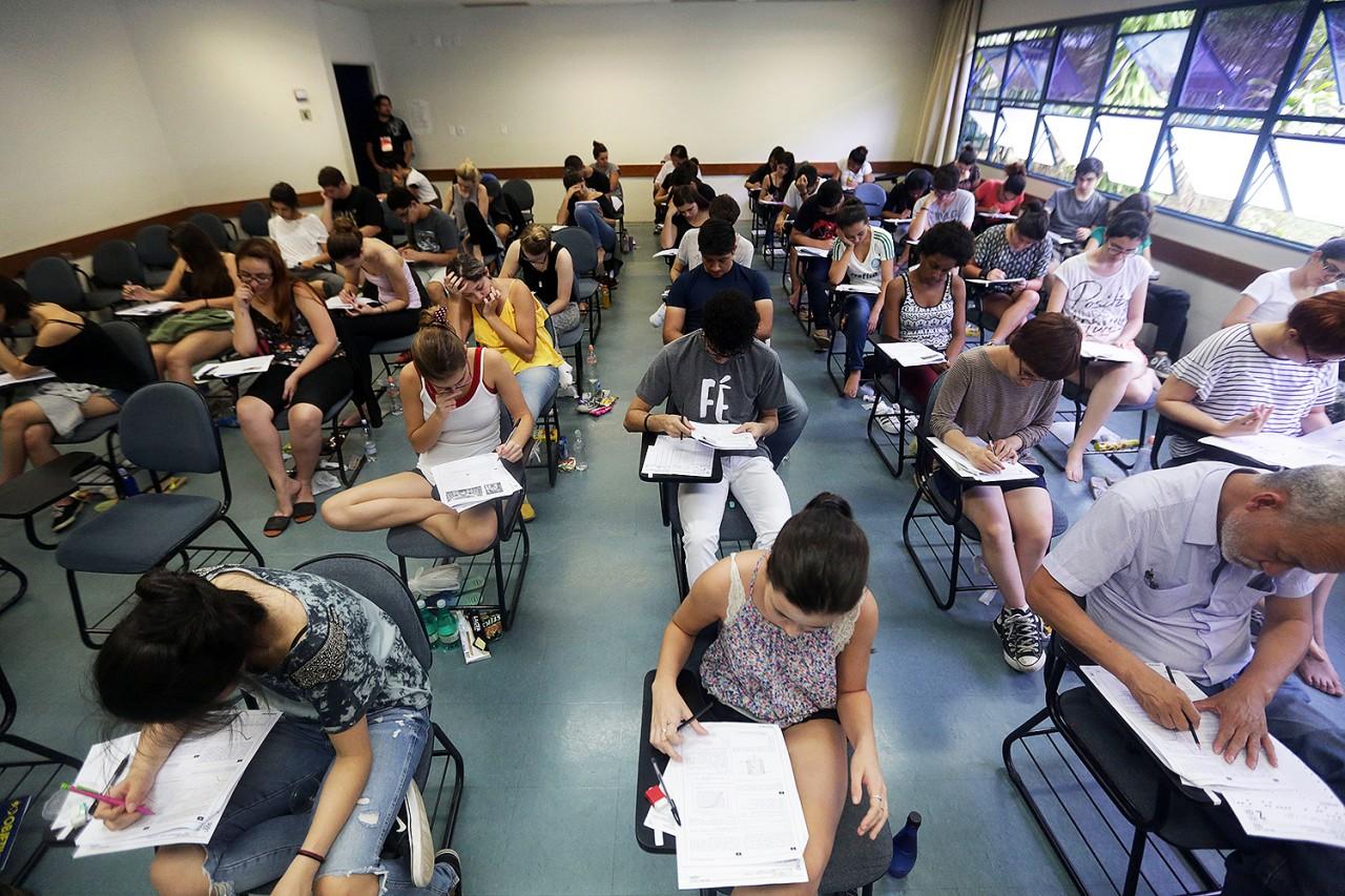 enem universitarios vestibular20161127 0015 - Adiamento do Enem deverá alterar o calendário letivo de todas as universidades brasileiras