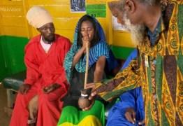 """""""Até hoje, não sei se voltei"""", diz Glória Maria sobre quando fumou maconha na Jamaica"""