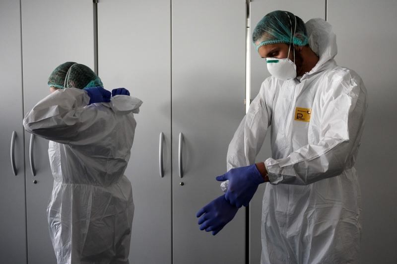 int   italia tem 6 4 mil medicos  enfermeiros e outros profissionais de saude com covid 19  coronavirus  desde o inicio da pandemia  51 medicos morreram infectados  3  9025702 - PANDEMIA: Cresce o número de casos de profissionais de saúde com coronavírus na PB