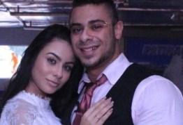 Ex-namorada revela que convite para formar 'trisal' foi o que acabou seu relacionamento com Léo Stronda
