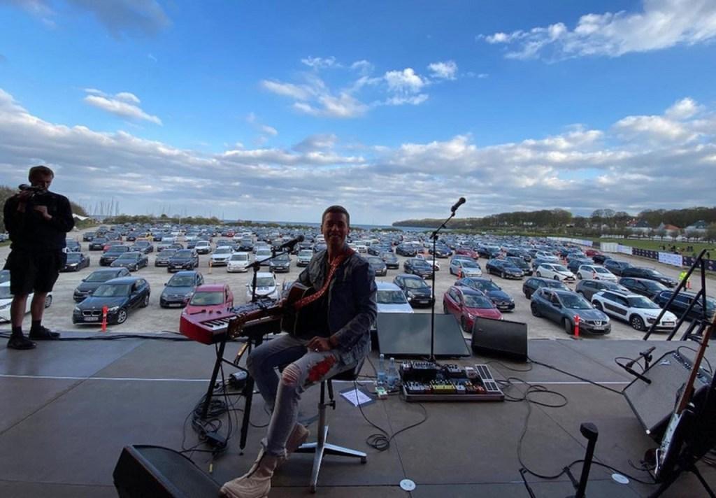 mads langer 1024x712 - SHOWS DRIVE-IN: Dinamarca, Noruega e Alemanha fazem eventos com fãs em carros