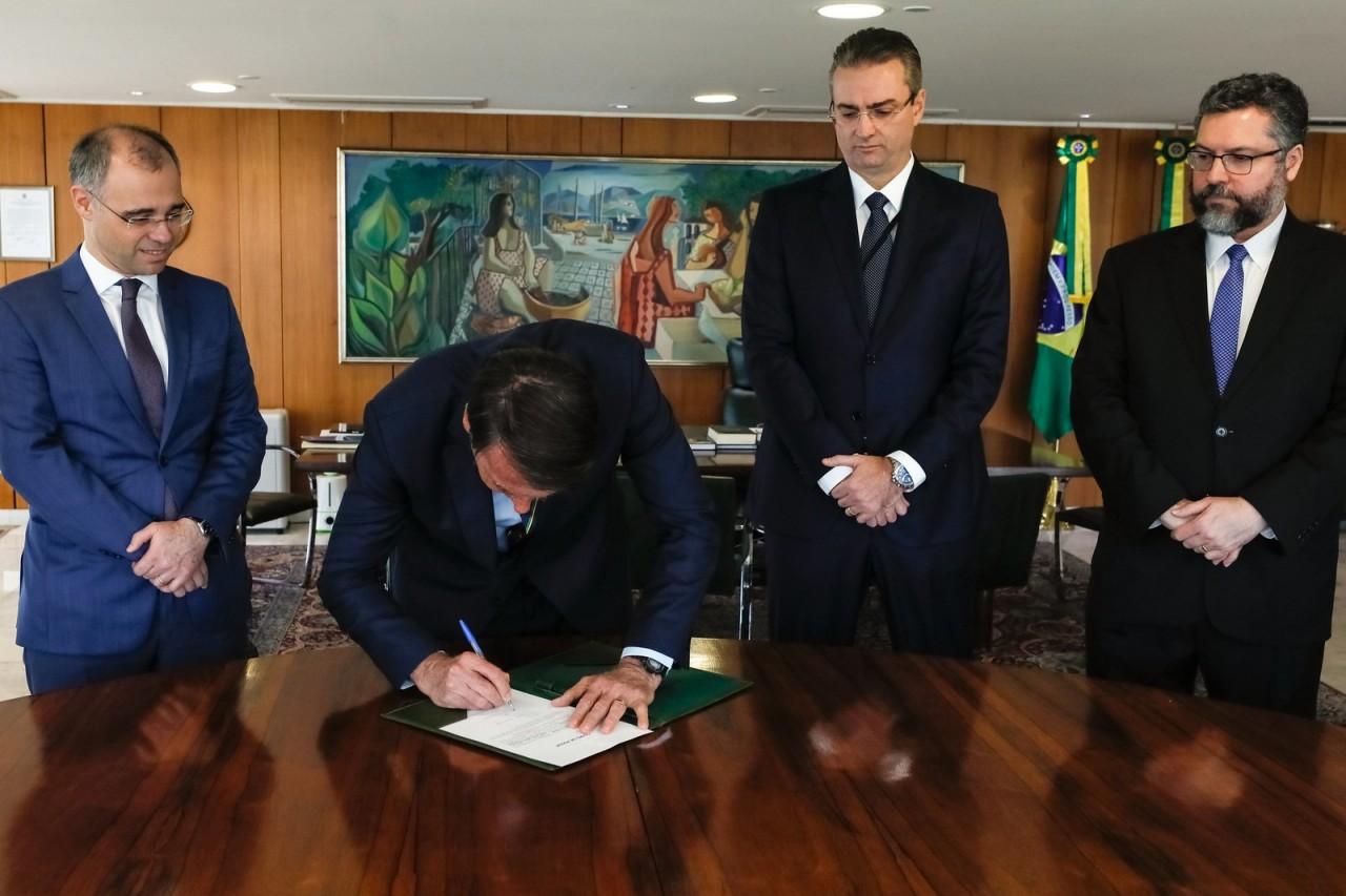 posse pf - CERIMÔNIA FECHADA: Bolsonaro nomeia delegado Rolando de Souza para comando da PF