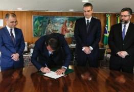 CERIMÔNIA FECHADA: Bolsonaro nomeia delegado Rolando de Souza para comando da PF