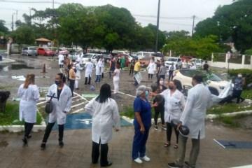 'Discriminação do prefeito': profissionais da saúde de JP fazem protesto pacífico para reclamar que apenas médicos receberam gratificação – VEJA VÍDEO