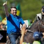 rei do gado - Bolsonaro desfila a cavalo em Brasília e internautas não perdoam: 'Rei do gado'