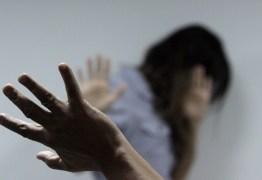 Após descobrir traição e confrontar o marido, mulher é espancada com cadeira