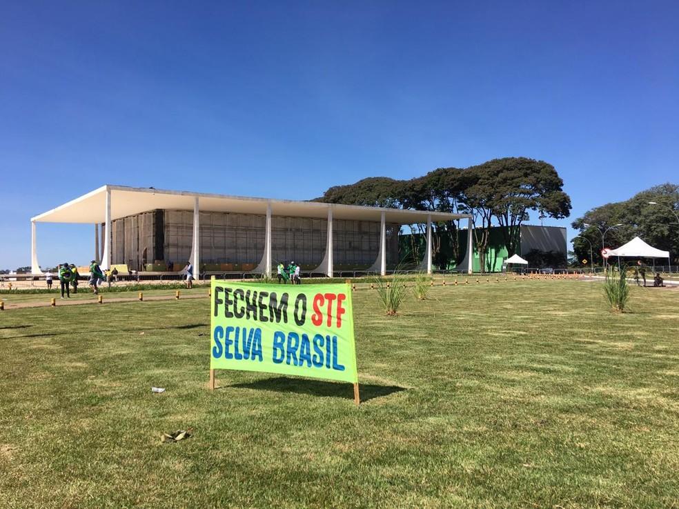 Manifestantes fazem ato em Brasília em apoio a Bolsonaro e em defesa de medidas inconstitucionais