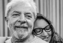 """Noiva de Lula diz que Chico Buarque será padrinho de casamento: """"Em breve"""""""