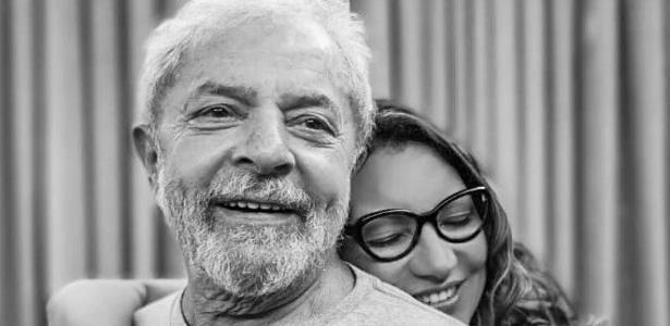 """11nov2019 ex presidente lula e sua namorada a sociologa rosangela da silva conhecida como janja 1573490985877 v2 615x300 - Noiva de Lula diz que Chico Buarque será padrinho de casamento: """"Em breve"""""""