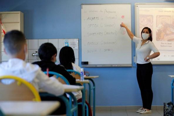 15904379025ecc280e73851 1590437902 3x2 md 300x200 - Risco de falência atinge metade das escolas pequenas e médias do Brasil