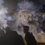 15910077745ed4da1e71f34 1591007774 3x2 sm - Protestos antirracismo se espalham pelos EUA; Casa Branca fica às escuras