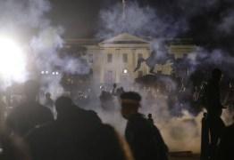 Protestos antirracismo se espalham pelos EUA; Casa Branca fica às escuras