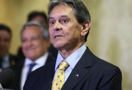 Oficiais de justiça despejam Roberto Jefferson de quarto de luxo em hotel de Brasília