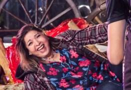 Cantora Roberta Miranda leva tombo ao sentar em cenário durante live; veja