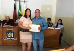 Mulher de vereador, conselheira tutelar recebe auxílio emergencial de R$ 1.200 na Paraíba