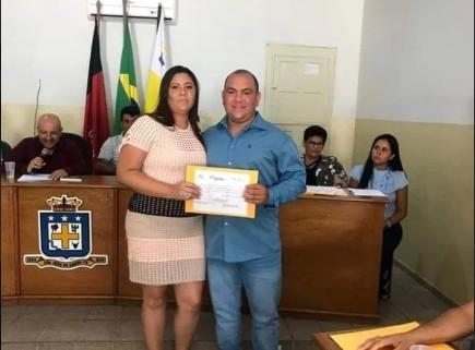 Capturari 3 - Mulher de vereador, conselheira tutelar recebe auxílio emergencial de R$ 1.200 na Paraíba