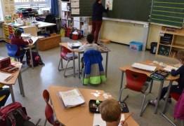 Colocar 20 crianças numa sala de aula implica em 808 contatos cruzados em dois dias, alerta universidade