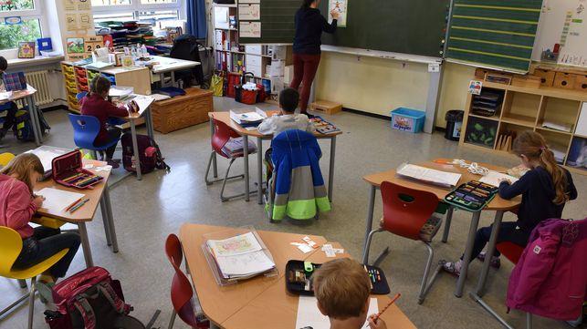 EKZVCMVEOZDEVHMGP34KOY3R4E - Colocar 20 crianças numa sala de aula implica em 808 contatos cruzados em dois dias, alerta universidade