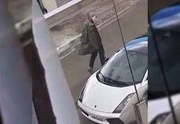 Policial se irrita com barulho e ameaça jogar granada em vizinho