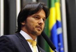 Ministro das Comunicações e aliados de Bolsonaro compartilham vídeo criticando Globo e Facebook