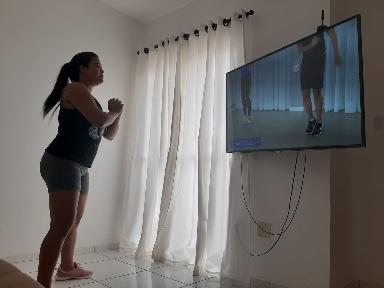 JULIANY OLIVEIRA TENTA FITDANCE EM CASA - Coronavírus: especialista dá dicas de como fazer exercícios físicos durante a quarentena para manter o corpo ativo