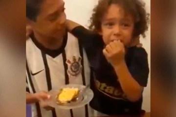 Menino se emociona ao ganhar primeiro pedaço do bolo de irmão e vídeo viraliza - Criança chora ao receber primeiro pedaço de bolo do irmão e emociona a web