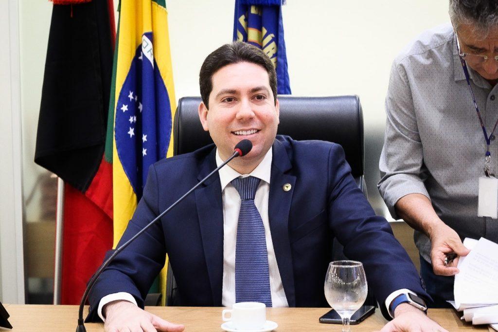 WhatsApp Image 2020 05 28 at 14.47.23 1024x682 1 - ALPB aprova PL de Felipe Leitão que prevê parcelamento de débitos de água, esgoto e energia durante pandemia