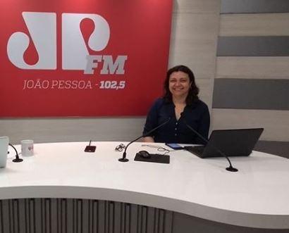 claúdia - Jornalista Cláudia Carvalho anuncia saída da Rede Tambaú de Comunicação