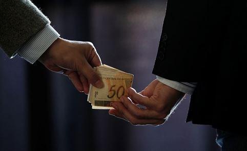 corrupto - Seria cômico, se não fosse trágico, admitir corruptos desenvolvendo luta contra a corrupção - Por Rui Leitão