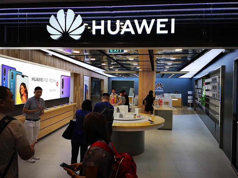 huawei makati concept store 0 - Em resposta aos ataques do governo norte-americano Huawei lança loja e tenta se fortalecer no mercado chinês